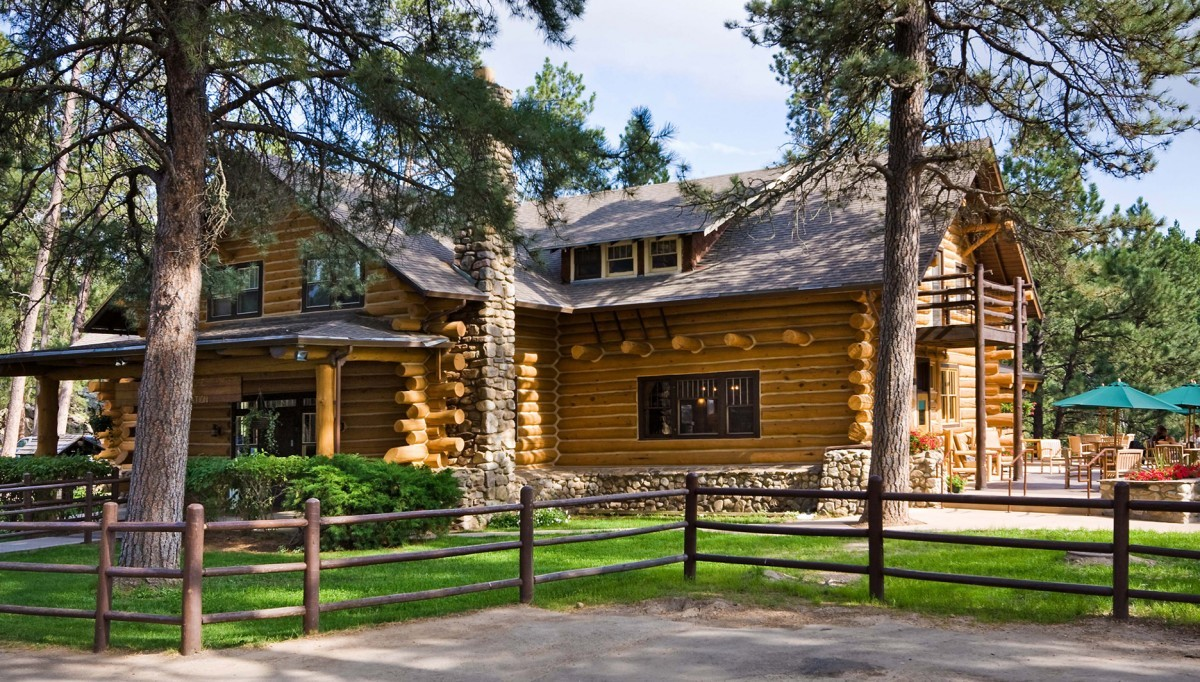 <p>The Rustic log exterior of the White Buffalo Room.</p>