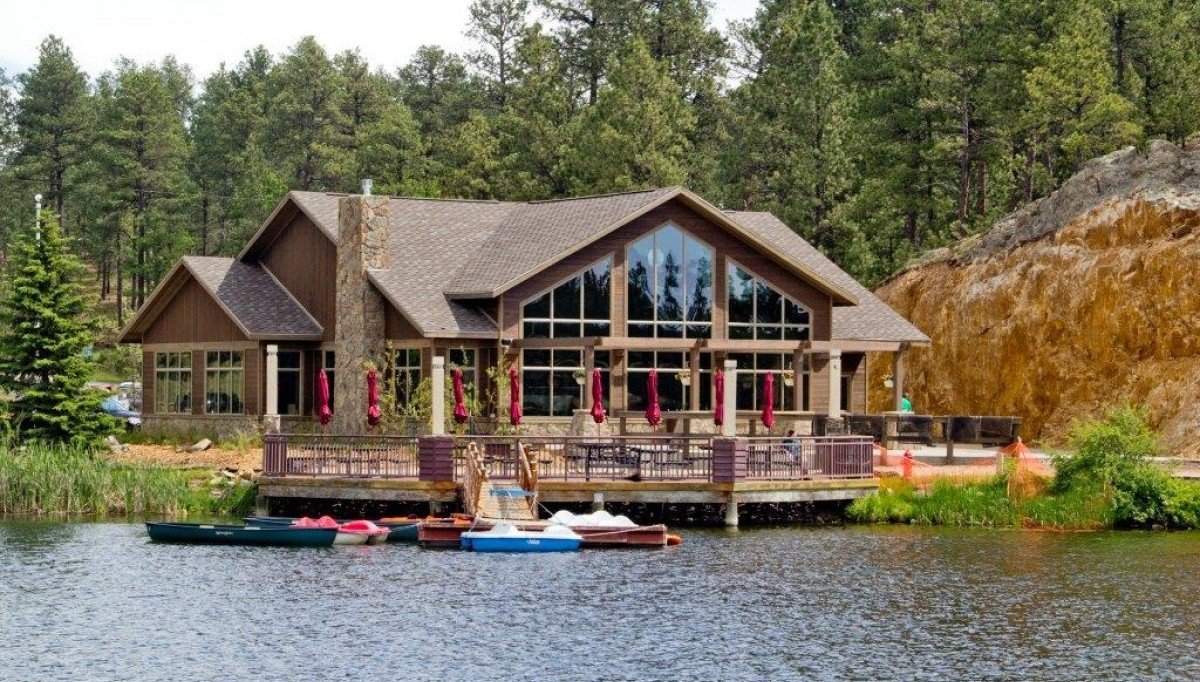 Dining legion lake lodge lodges cabins custer for Cabins near custer sd