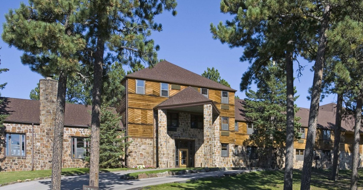 Sylvan lake lodge lodges cabins custer state park resort for Cabins near custer sd
